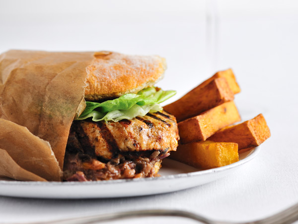 Chicken Burgers with Spicy Peanut Sauce // © David De Vleeschauwer