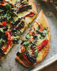 Portobello-Mushroom and Red-Pepper Pizza