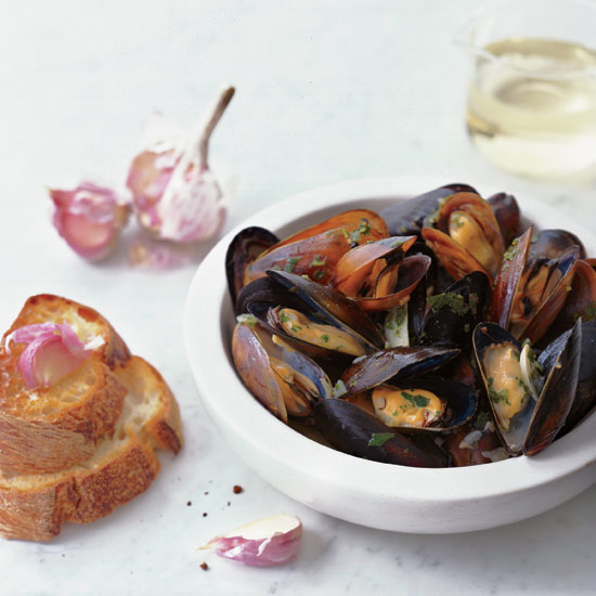 Steamed Mussels with Garlic Toasts