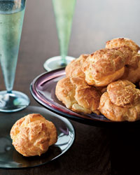 Holiday Pairing: Cheddar Gougères with Cava
